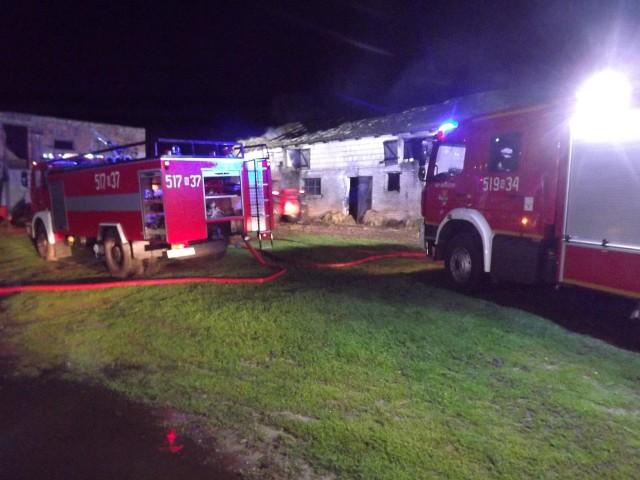 W Wonnej w gminie Biskupiec paliło się siano na poddaszu obory i konstrukcja dachu