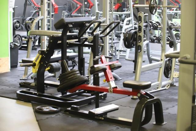 Siłownie zamknięte od października 2020. Branża fitness otworzy się dopiero 29 maja.