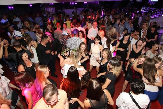 Kraków. Wielu imprezowiczów nie może się doczekać kiedy znów wrócą tłumne imprezy, bez maseczek. Na razie kluby muzyczne walczą o przetrwanie.