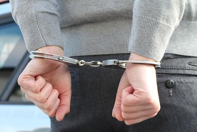 Po krótkim pościgu 32-latek był już w rękach funkcjonariuszy. Policjanci odzyskali skradzione łupy.