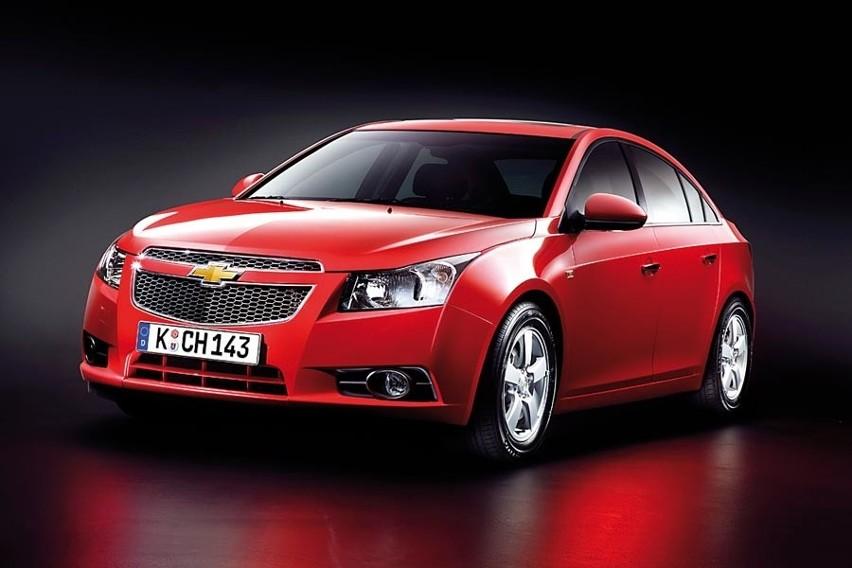 Auto ma odmienić postrzeganie marki Chevrolet. Wyraźnie sportowa stylistyka ma przyciągnąć młodszych nabywców. Cruze wejdzie do sprzedaży w kwietniu.