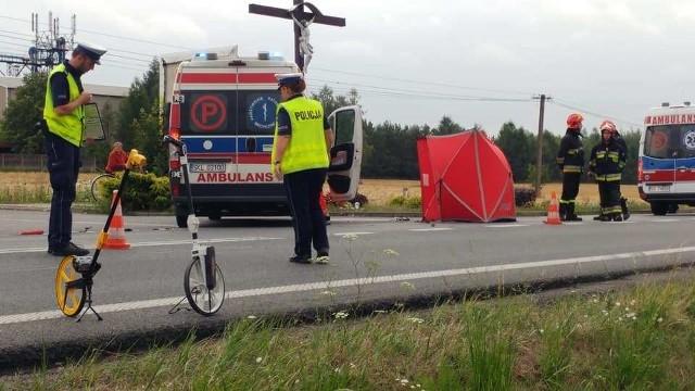 Do tragicznego wypadku z udziałem cenionego lekarza z Wielunia doszło we wtorek (23 lipca) na drodze krajowej 43 między Częstochową a Kłobuckiem. W wyniku zderzenia z samochodem jądący motocyklem 60-letni wielunianin poniósł śmierć na miejscu. Kierujący autem 22-latek był pod wpływem alkoholu. CZYTAJ DALEJ NA NASTĘPNYM SLAJDZIE