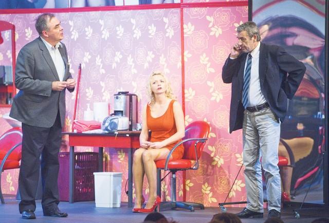 """Spektakl """"Szalone nożyczki"""" to jedna z propozycji Bałtyckiego Teatru Dramatycznego w Koszalinie."""