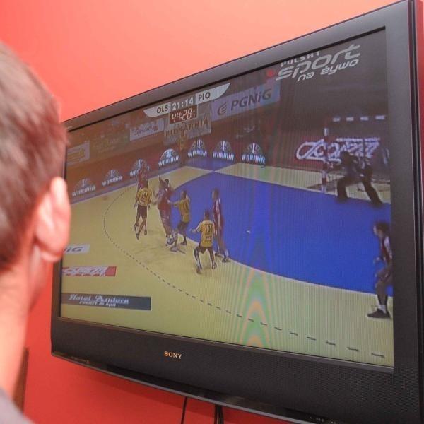 Fani sportu, oglądając UPC, denerwują się nie tylko wynikiem, ale i jakością przekazu.