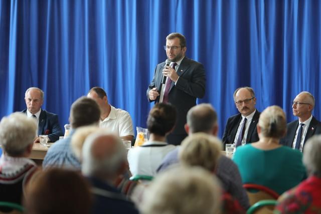 O pomocy dla gospodarzy podczas spotkania z mieszkańcami gminy Wilków mówił Grzegorz Puda, szef resortu rolnictwa i rozwoju wsi