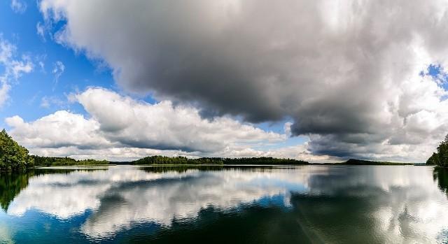 W Polsce znajdują się liczne jeziora, które według Komisji Europejskiej mogą pochwalić się doskonałą czystością akwenów. Wśród nich jest aż osiem z Wielkopolski, które mają I klasę czystości wody. W całej Europie nieco ponad 85 proc. kąpielisk monitorowanych w ubiegłym roku spełniało najwyższe i najbardziej rygorystyczne unijne normy doskonałej jakości wody. Sprawdź, gdzie w Wielkopolsce znajdują się najczystsze jeziora i akweny wodne --->