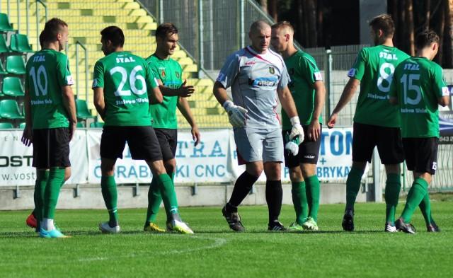 Przed piłkarzami Stalówki poważny maraton meczów ligowych oraz Pucharu Polski.