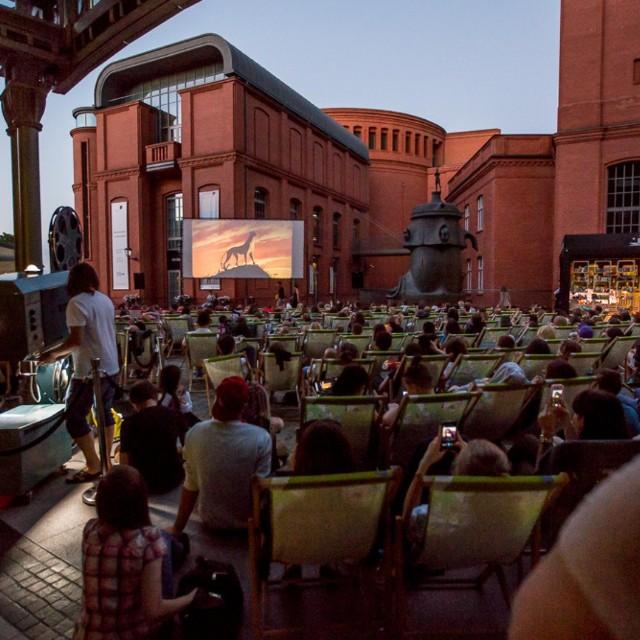 Na dziedzińcu Starego Browaru w czasie letnich wakacji wyświetlane będą filmy z polskiego kina.