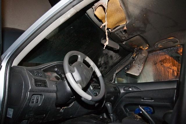 We wtorek w nocy, ktoś próbował podpalić dwa auta zaparkowane pod domem Aleksandra Jacka.
