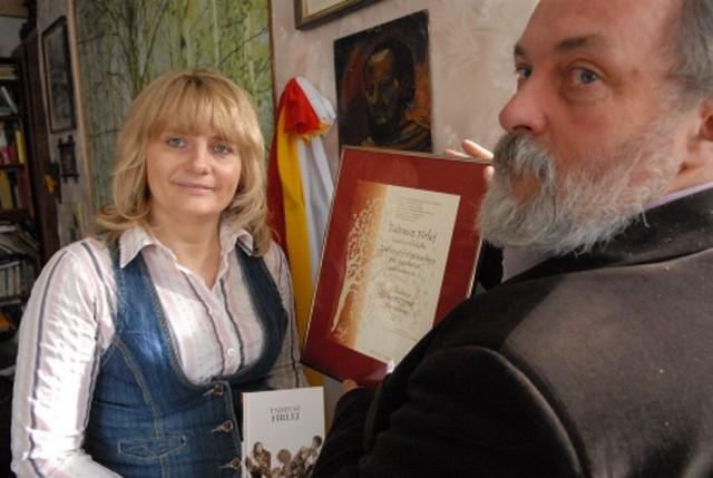 - Wierzymy, że uda się nam bardziej zainteresować młodzież lokalnymi poetami i ocalą potem ten ślad od zapomnienia – mówią Edyta Luck i Florian Firlej
