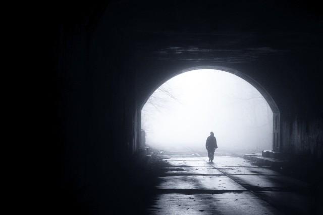 Śmierć to jedyna rzecz, która czeka nasz wszystkich bez wyjątku. Większość z nas boi się tej chwili, bo nikt tak naprawdę nie wie, co czeka nas po tej drugiej stronie. Są jednak osoby, których ten moment nie przeraża, a wręcz przeciwnie. Z nadzieją i radością czekają na swoją śmierć. Do takich osób należeli m.in. święci. Przejdź do galerii i zobacz, co powiedzieli w ostatnich swoich słowach tuż przed śmiercią. Zobacz też: Kostarykanka Floribeth Mora Diaz - cudownie uzdrowiona za wstawiennictwem Jana Pawła II