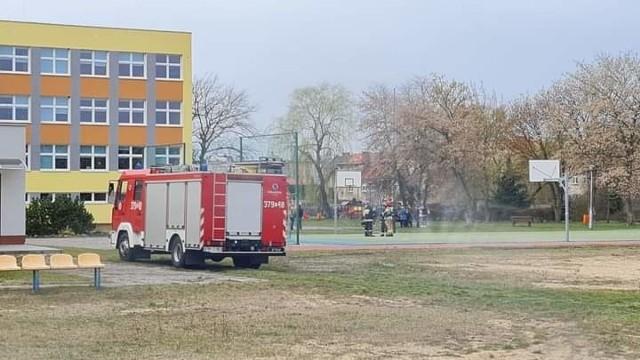 Po ewakuacji do działań przystąpiły służby ratownicze i policja.