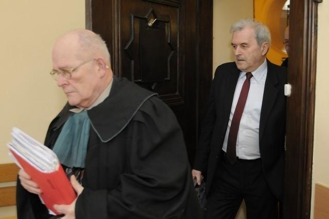 Świadkami w procesie Dombrowicza i Mazura byli już między innymi jego byli współpracownicy z Urzędu Miasta Bydgoszczy: Beata Kokoszczyńska i Jan Stranz. Zeznawali też Andrzej Walkowiak oraz Radosław Sikorski.