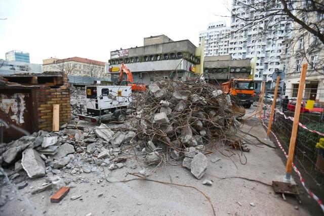 Esplanada zaczynała stanowić zagrożenie dla korzystających z niej. W styczniu został wyburzony fragment konstrukcji, a wkrótce zacznie się jego odbudowa i remont całości