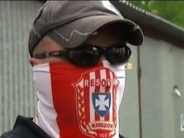 Kadr z francuskiego filmu dokumentalnego o polskich chuliganach.