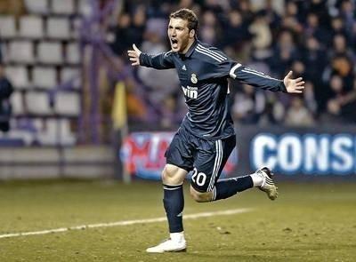 Gonzalo Higuain wczoraj strzelił trzy gole Realowi Valladolid Fot. PAP/EPA/Nacho Gallego