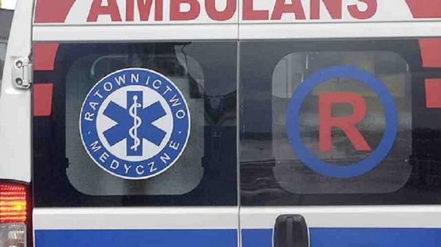 Do wypadku doszło w piątek (25 listopada) po południu na drodze Osiecznica - Radomicko. Samochód osobowy uderzył w drzewo. Dwie osoby zostały ranne. Droga zablokowana w obu kierunkach.