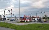 Wypadek w Malborku. 13.05.2021 r. Na al. Rodła w kierunku Tczewa zderzyły się dwa samochody osobowe. Dwie osoby trafiły do szpitala