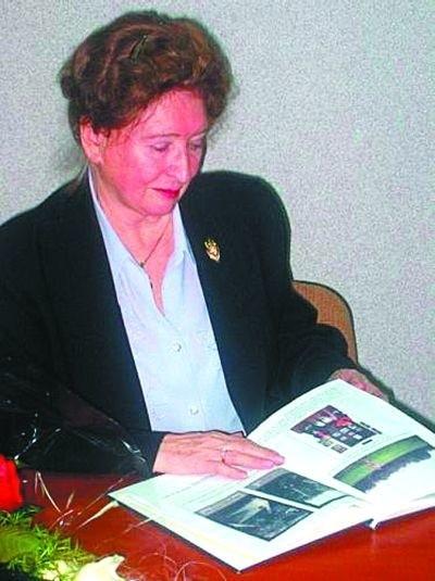 """Halina Olszewska na spotkaniu z cyklu """"Świadkowie historii"""" w białostockim IPN, 7 lutego 2006 r."""