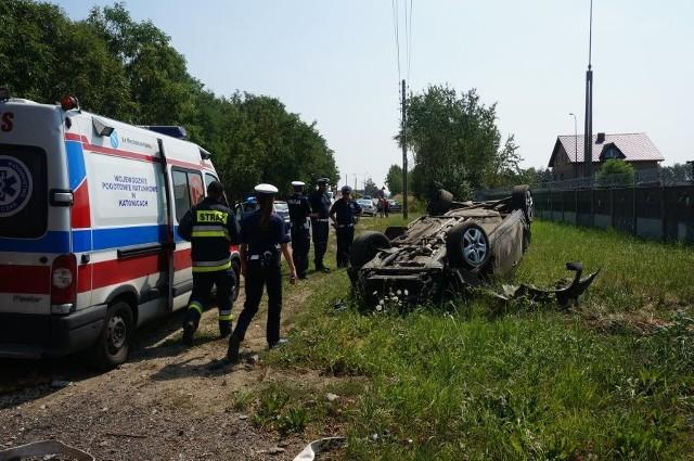 Wypadek policyjnego radiowozu. radiowózo dachował w czasie pościgu za uciekającym kierowcą