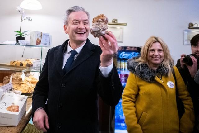 W piątek, 21 lutego Wielkopolskę odwiedził Robert Biedroń, kandydat Lewicy na prezydenta. W Poznaniu spotkał się z dziennikarzami, sympatykami i działaczami. Zbierał także podpisy pod swoją kandydaturą.Przejdź do następnego zdjęcia ----->