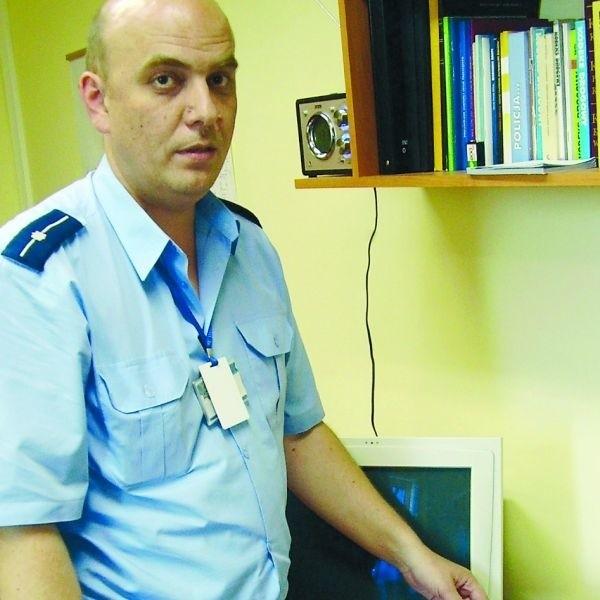 Mł. asp. Piotr Góralczyk przyznał, że badanie narkotestem będzie trwało 15 minut