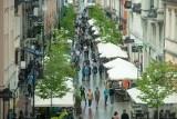 """Miasto reaguje na nieprawidłowości w ogródkach gastronomicznych. Hałas i imprezy """"zniechęcają ludzi do mieszkania na Starym Mieście"""""""