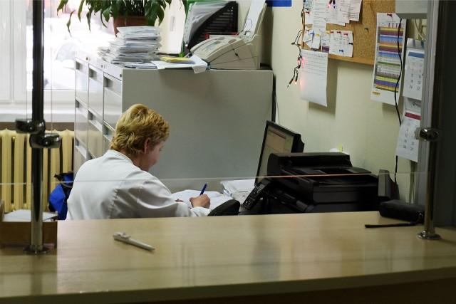 Pacjenci Centrum Medycznego VITA w Trzcielu coraz częściej tracą cierpliwość i... zaczynają wtedy przeklinać