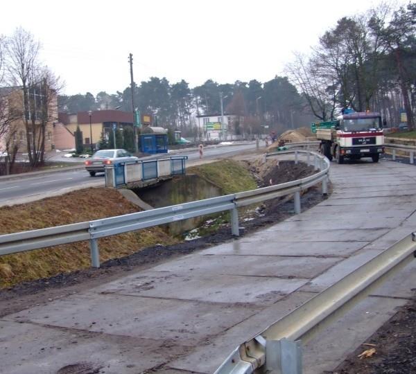 Stary most zostanie wyburzony. Ruch będzie odbywał drogą objazdową.