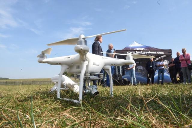 Od 31.12.2020 r. wchodzą w życie ważne przepisy dotyczące dronów. Posiadacz drona musi się zarejestrować się, przejść szkolenie, zdać test