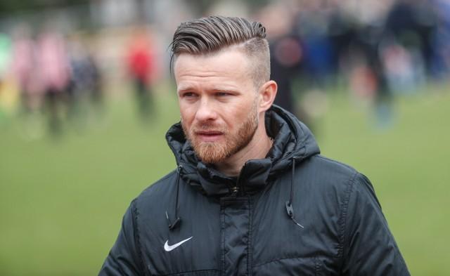 Po pół roku przerwy Szymon Szydełko wrócił na trenerska ławkę. W Jarosławiu przed nim wiele, wiele pracy.