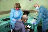 Akcja szczepień wśród bezdomnych w Lublinie. 60 osób przyjęło zastrzyk
