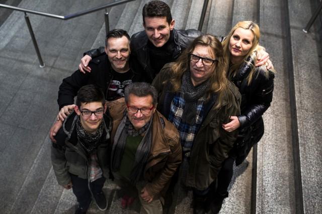 Trzy pokolenia: od lewej Wojtek, Jacek, Andrzej, za nimi Bartłomiej, Bogumił i Agnieszka