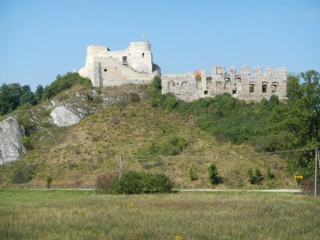 Tak właśnie - na wzgórzach i skałach budowane były polskie zamki w Jurze Krakowsko - Częstochowskiej. Ten to Rabsztyn
