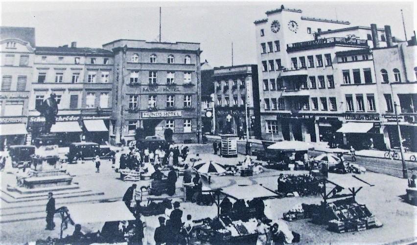 Przełom XIX i XX wieku z w miejscu Starego Rynku, gdzie po...