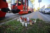 Tragiczny wypadek w Katowicach: 17-letnia uczennica zginęła pod kołami tramwaju. Wychodziła ze szkoły. Przy torach płoną znicze