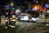 Groźny wypadek na Grabiszyńskiej. Mazda na dachu, mercedes na boku [ZDJĘCIA]