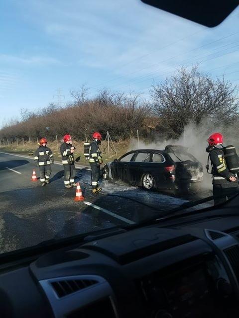 Sygnał o pożarze do strażaków trafił w czwartek 23 stycznia ok. 12.30 po południu. Auto zapaliło się w Szadółkach w okolicach zjazdu z Obwodnicy Trójmiasta.