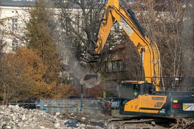 Wesoła - budynki i działki kupione przez miasto od Szpitala Uniwersyteckiego. Wyburzane są m.in. stare budynki magazynowe. W ich miejsce może powstać m.in. zabudowa mieszkaniowa w rejonie ul. Bujwida