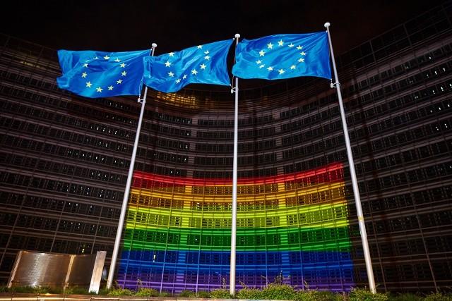 Urzędnicy w Brukseli chcą wycofania się sejmików z uchwał sprzeciwiających się LGBT. Straszą przy tym zablokowaniem części funduszy