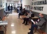 Szczepienia przeciwko Covid-19 w Powiatowym Centrum Kulturalno-Rekreacyjnym we Włoszczowie [ZDJĘCIA]