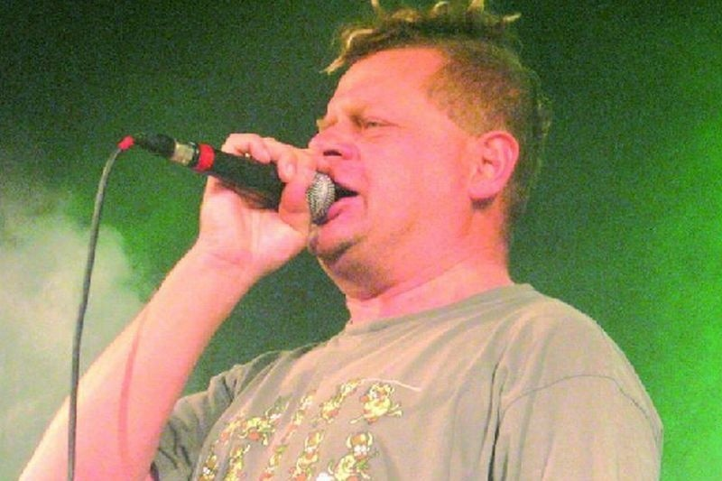 Kazika Staszewskiego gościliśmy już w Ełku w połowie września ubiegłego roku. Na sali Zebra zagrała formacja Kazik Na Żywo.
