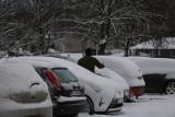 Śnieg i załamanie pogody w Katowicach. W kwietniu dni będą pochmurne, wietrzne i burzowe. Na wiosnę jeszcze poczekamy