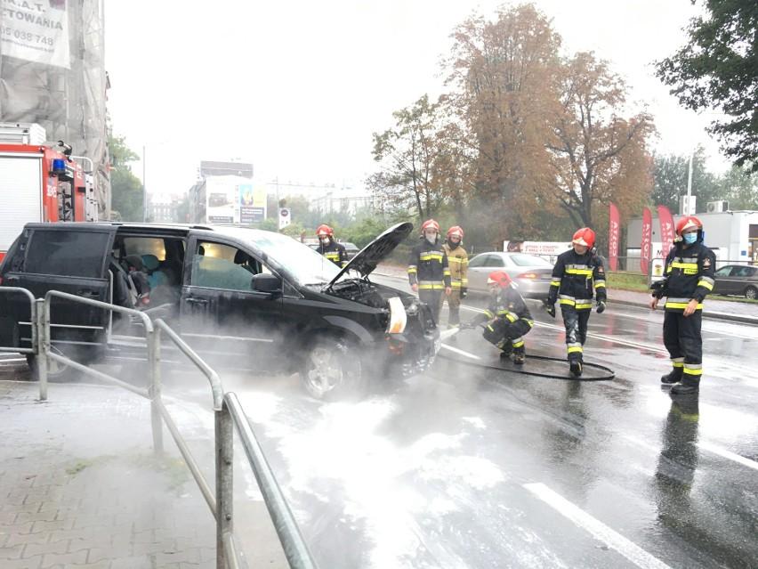 Pożar samochodu na Mikołowskiej spowodował duże utrudnienia dla kierowców na tej ruchliwej Katowic