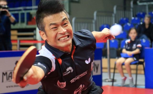 Chen Weixing w meczu derbowym stracił tylko jednego seta w dwóch singlach.