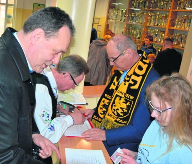 Podpisy zbierał m.in. prezes Zbigniew Jarecki