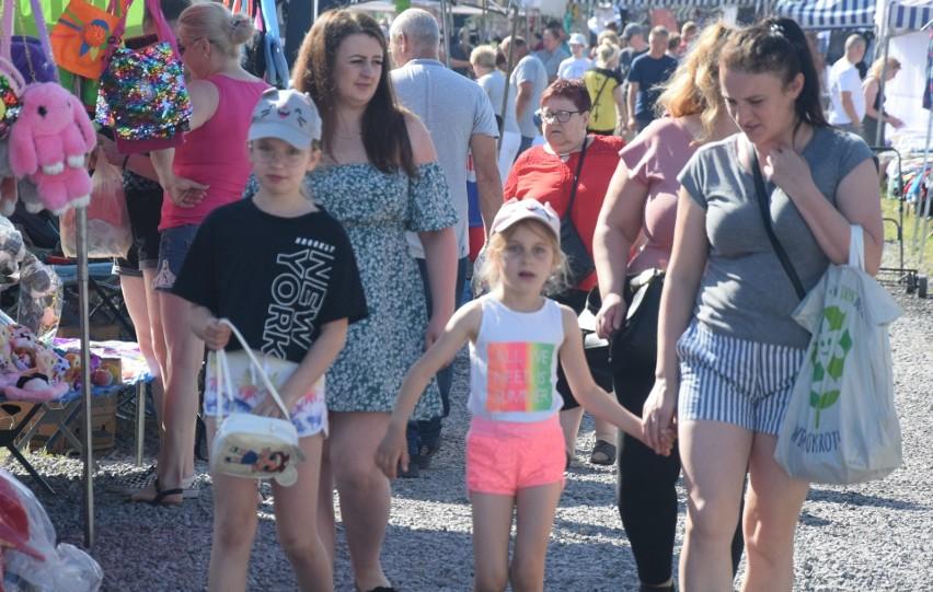 Bardzo duży ruch w niedzielę (20 czerwca) na targu w...