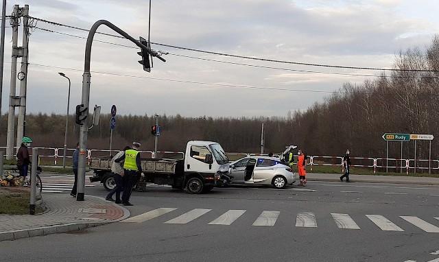 Wypadek na ul. Rudzkiej w Rybniku. Są ranni