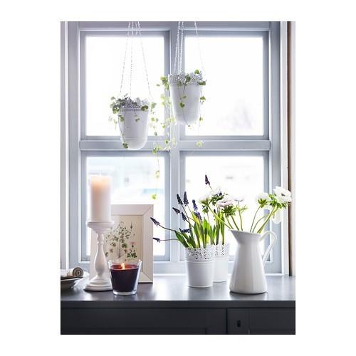 Wiosenne ozdobyI doniczka, i kwiat mogą stanowić dekorację mieszkania.