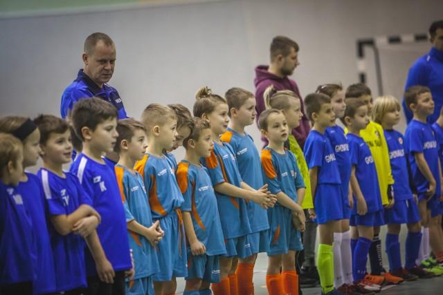 W niedzielę (1.12) w hali sportowej w Kobylnicy odbył się XX Turniej umienia Świętego Jana Bosco w piłce nożnej. w Imprezie udział wzięło 6 zespołów dziewcząt i chłopców z rocznika 2012 i młodszych. Oprócz gospodarza turnieju Salosa Słupsk w zawodach udział wzięły również drużyny Skotawii Dębnica Kaszubska, AP Gryf Słupsk, Żaków Sławno, Żelki Żelkowo oraz GAP Bruskowo Wielkie. Zapraszamy do galerii zdjęć.